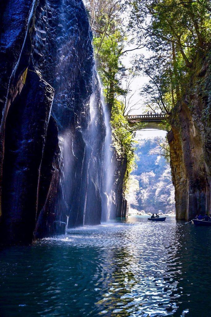"""Takachiho Gorge, Miyazaki, Japan 高千穂峡 repin & like. listen to Noelito Flow songs. Noel. <a href=""""https://twitter.comnoelitoflow"""" rel=""""nofollow"""" target=""""_blank"""">twitter.com...</a>"""