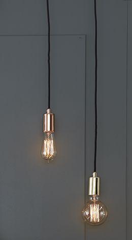 Sky fönsterpendel i mässing från Markslöjd. Metall bas.3,5m textilklädd sladd med krokupphäng. Väggkontakt. Strömbrytare på sladden. Stor lamphållare (E27). 1x60W glödlampa eller motsvarande styrka i halogen, lågenergi eller LED. Ljuskälla ingår ej.  #Brass #mässing #markslöjd #light #lampa #sky #interior #interiör #inspiration