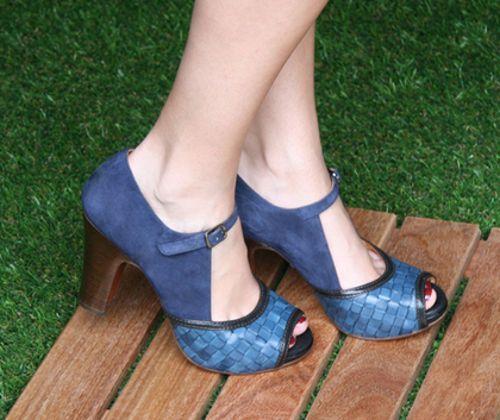 Espectaculares Zapatos De Fiesta En Color Azul.  Echa un vistazo a esta selección de zapatos de fiesta en tonalidades de azul con diseños sofisticados, elegantes y modernos para que complementes tu look de fiesta. Asimismo ten en cuenta que los zapatos que te mostraré son ... Ver más aquí: https://zapatosdefiestaonline.com/espectaculares-zapatos-de-fiesta-en-color-azul/