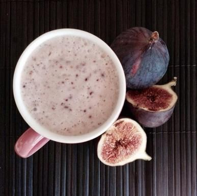 Frullare i fichi. con latte di mandorla, oppure cioccolato, o ancora cannella, banane, yogurt greco e miele.