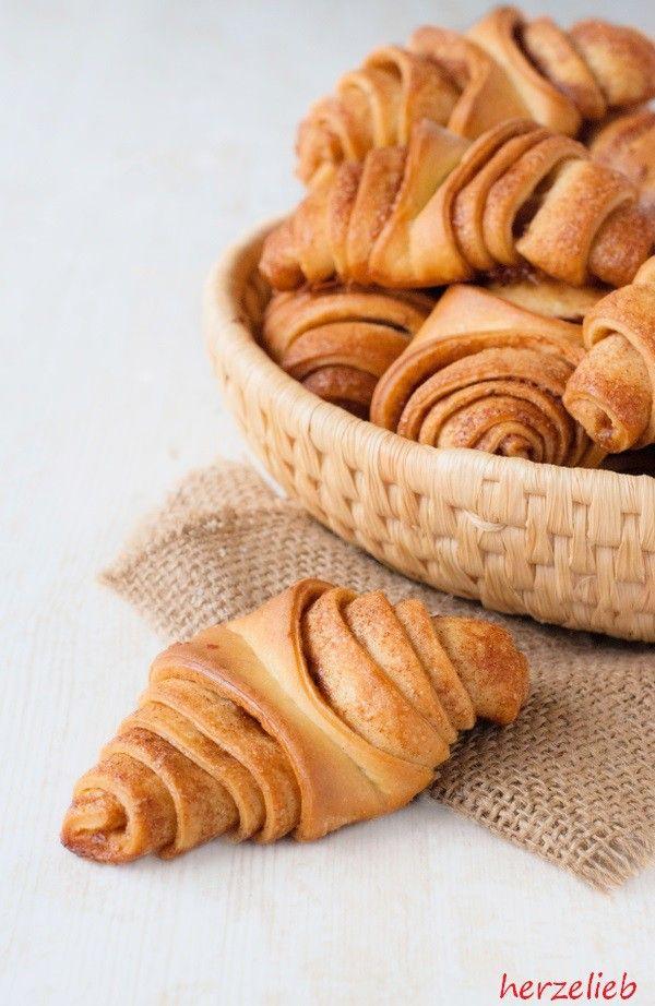 Franzbrötchen schmecken und duften herrlich nach Zimt. Für dieses Rezept wird ein Hefeteig verwendet. Eine Leckerei, die in Hamburg ihren Ursprung hat.