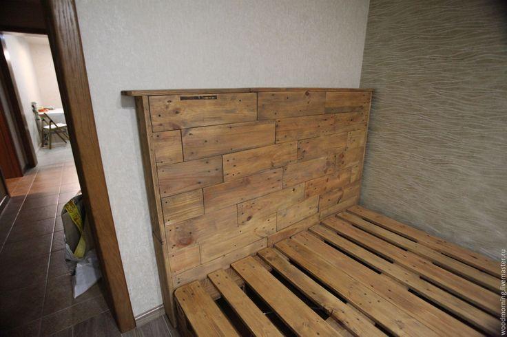 Купить Кровать с изголовьем из паллет / из поддонов - кровать, кровать на заказ, кровать из дерева, изголовье