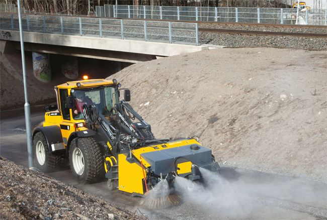Lundberg is capable of multitasking, and can carry out jobs that require either great output or precision in turns. The range of available work attachments is extensive.