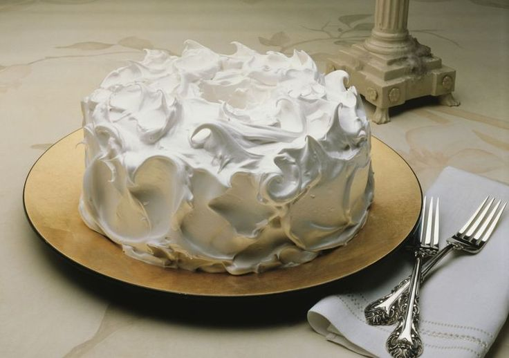 How to Make Homemade Fluffy White Frosting With Egg Whites