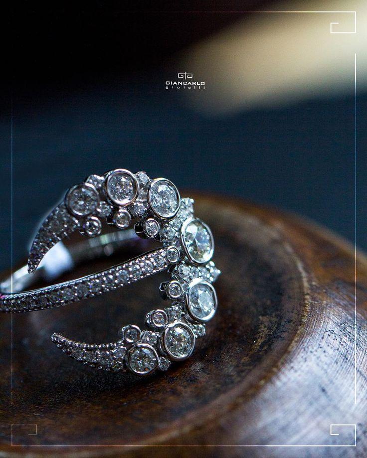 Кольца из белого золота с бриллиантами от #Giancarlogioielli  это идеальный способ подчеркнуть чистоту и элегантность женского образа. Обогатите свою коллекцию украшений добавив к ней это восхитительное кольцо от #Giancarlogioielli!  Белое золото  вес - 490 г.проба  750  Бриллианты- 108 карат/ 59 шт.  #jewellery #giancarlogioielli #ring #bracelet #pendant #necklace #earrings #beauty #vscogood #vscobaku #vscocam #vscobaku #vscoazerbaijan #instadaily #bakupeople #bakulife #instabaku #instaaz…