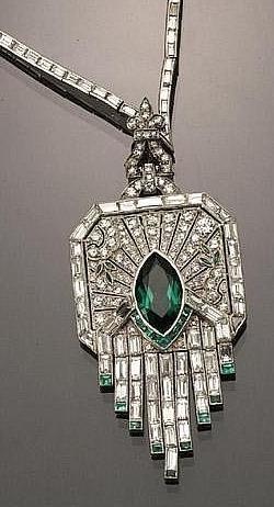 ♥ #Capri #Jewelers #Arizona ~ www.caprijewelersaz.com ♥ Emerald and diamond necklace
