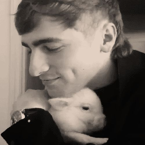 Ok, mental note..get a micro pig..and Kendall Schmidt ;) HE HELD HER SO TIGHT B/C SHE WAS SQUEALING...OH YUMA...HOW I WANT TO BE YOU...IN KENDALL'S ARMS!