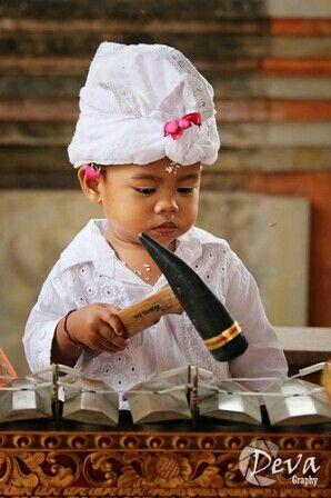 Maikan music by deva pradyana - Little Balinese playing on a gamelan instrument