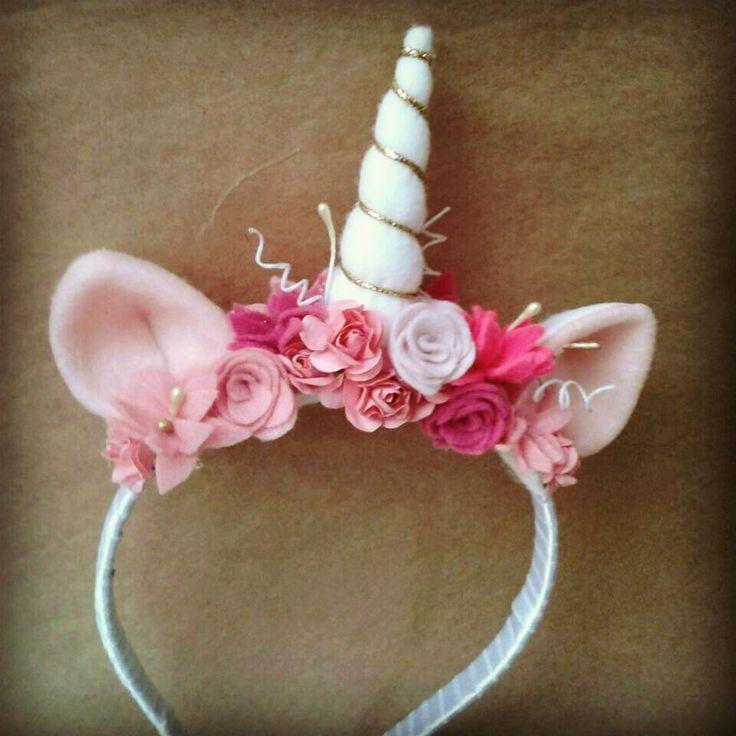 Tiara de unicórnio feita a mão - Modelo Pano, ponto e nó #Unicornio #passadeiradeunicornio #acessóriosdeunicornio #fantasiaunicornio #decoraçãounicornio