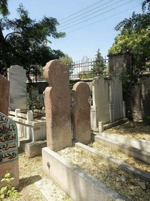 TÜRK KOZMOLOJİSİ-Kazakistan Türklere ait İnsan Biçimli mezar taşları..
