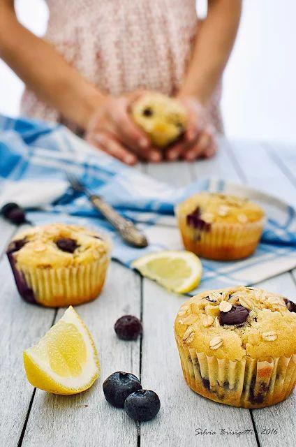 Muffins alla Banana, Mirtilli e Limone con Farina di Riso Integrale e Fiocchi d' Avena