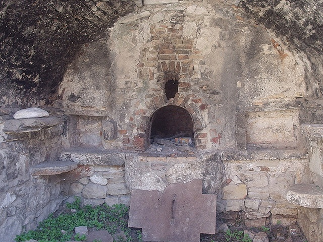Old bread oven great stone work outdoor oven fire inspiration pinterest ovens photos and - Outdoor stone ovens ...