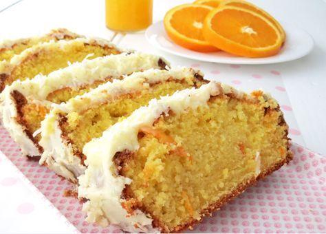 Μυρωδάτο κέικ πορτοκαλιού καλυμμένο με κρέμα πορτοκαλιού