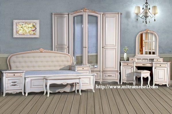 Desain Set Kamar Tidur Klasik Modern Cat Duco Putih yang kami tawarkan merupakan produk set kamar desain klasik modern nuansa mewah. produk furniture klasik dengan seni ukiran pada bagian bagian tertentu