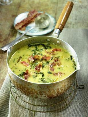 Das Rezept für Kartoffel-Wirsing-Suppe mit Speck und weitere kostenlose Rezepte auf http://LECKER.de