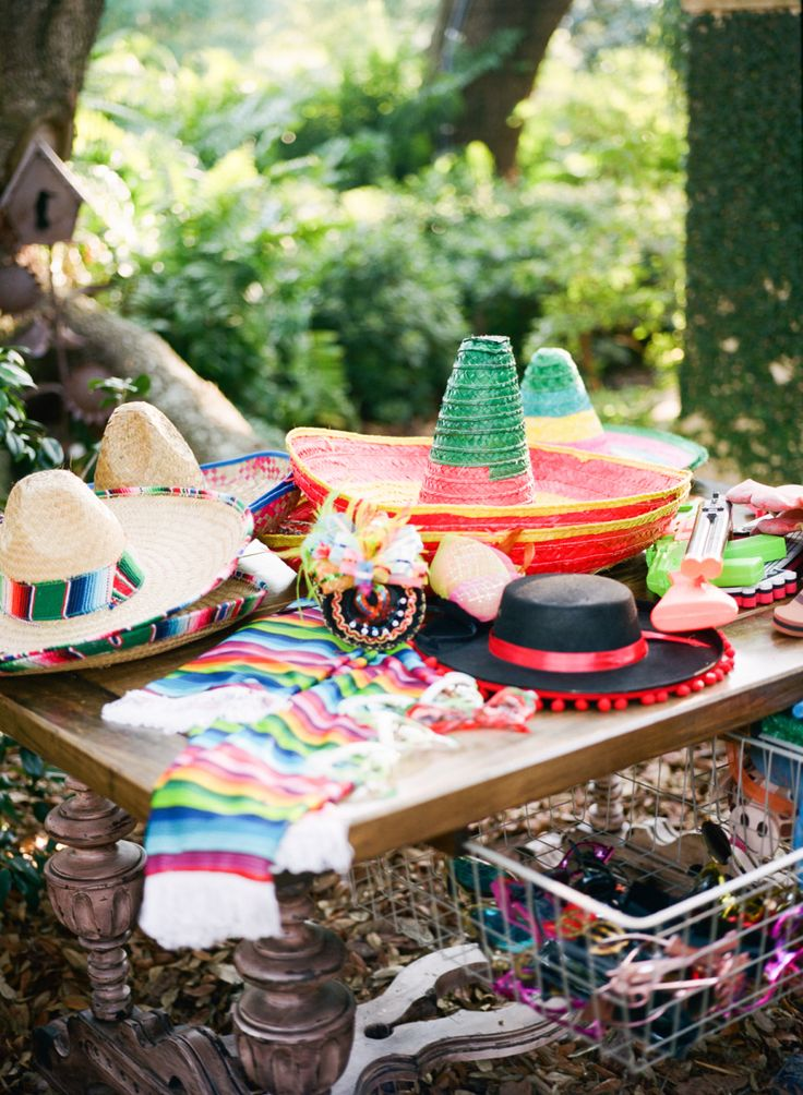 Cinco de Mayo hat table | Photography : Esther Louise Photography Read More on SMP: http://www.stylemepretty.com/living/2016/05/04/two-party-tricks-for-the-ultimate-fiesta-pool-garland-and-tequila/