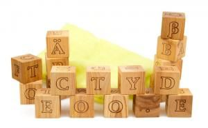 Holzwürfel mit Buchstaben - ökologisches und pädagogisch wertvolles Holzspielzeug ab 1 Jahr | EcoToy.de