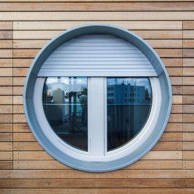 Kulaté okno nástavby v dřevěném obložení