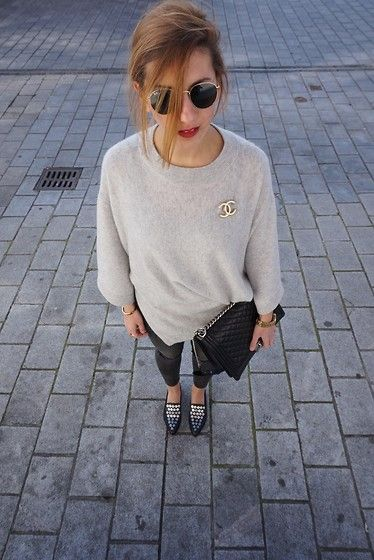 Aylin König - Zara Shoes, H&M Jeans, Chanel Boy Bag, Zara Cashmere Knit, Chanel Brooch, Ray Ban Sunnies, Mac Cosmetics Lipstick - Silver/gold mix!