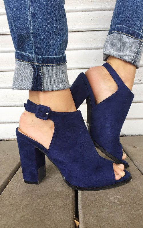 Sole Society inspired navy heel. Gorgeous color and comfortable fit. Comes in sizes 5.5-10 and has a 3.5 inch heel height!