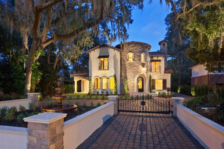 Villa Bimalina Is A 4600 Sqft Home Located In Winter Park Florida The Was Built On Narrow Lot Urban Area Of Metro Orlando Hea