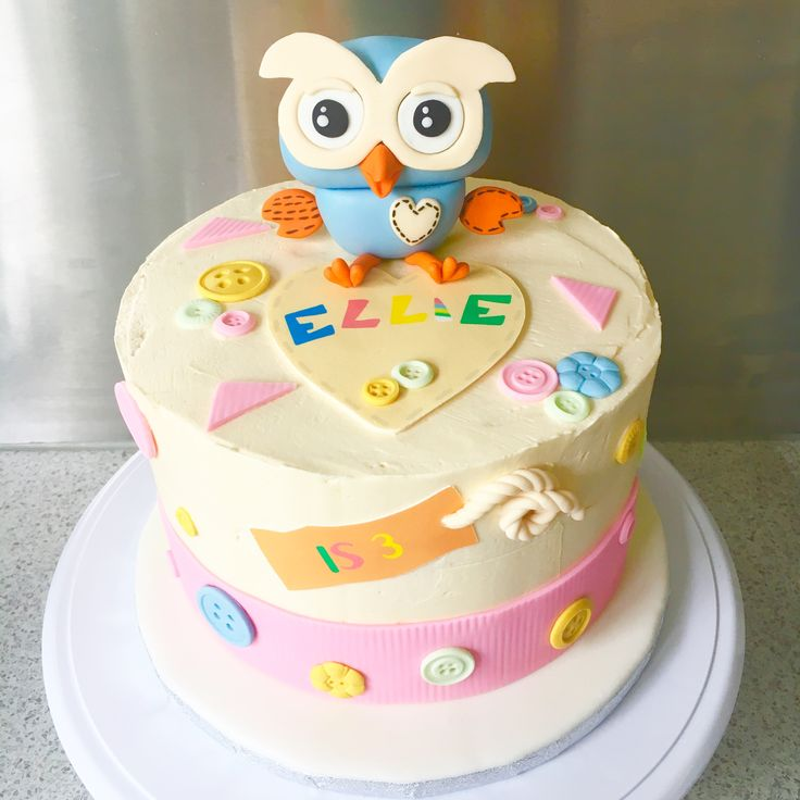 A Giggle & Hoot cake for the adorable Miss Ellie. Chocolate cake, vanilla buttercream and Oreo filling.