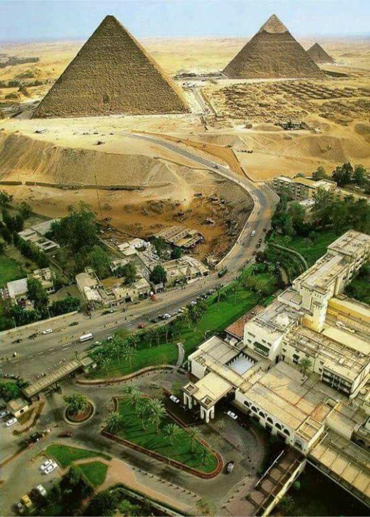 ギザの三大ピラミッド、いきなり砂漠になるの?ってよく質問されるから、この画像を貼っておきますね #Egypt #pyramids