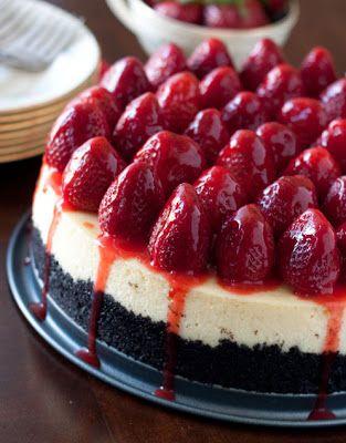 Cheesecake com morangos e crosta oreo