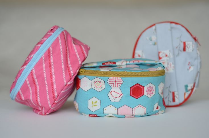 Fat Quarter Friendly Oval Zippered Case + How to Sew a Curved Seam on a Flat Panel - Free Tutorial