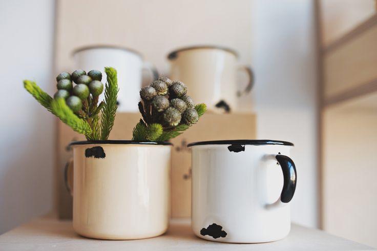 """Ceramiczne! kubki """"Tak! Jestem z ceramiki!"""" Projekt / designed by: Agnieszka Fornalewska (Agaf Design) Zdjęcie / photo: Kamila Gołębiewska / viabirdie.com"""