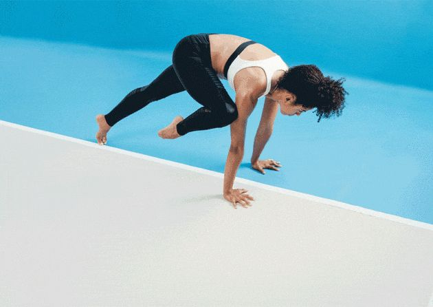 6 креативных вариантов планки от тренера Equinox, которые подготовят вас к стойке на руках