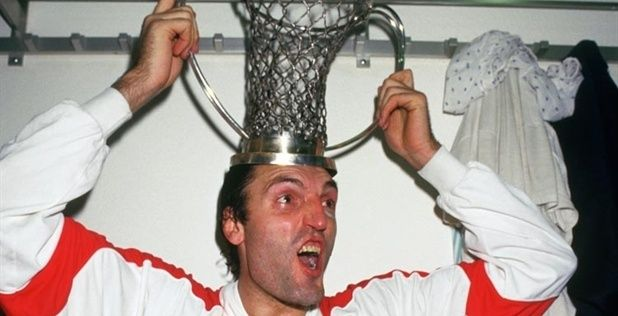dino-meneghin-of-tracer-milano-celebrates-yet-another-european-cup-title-in-1988.jpg 618×316 pixel