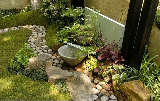 Un camino de piedras para el jardin exterior pinterest for Piedras para jardin