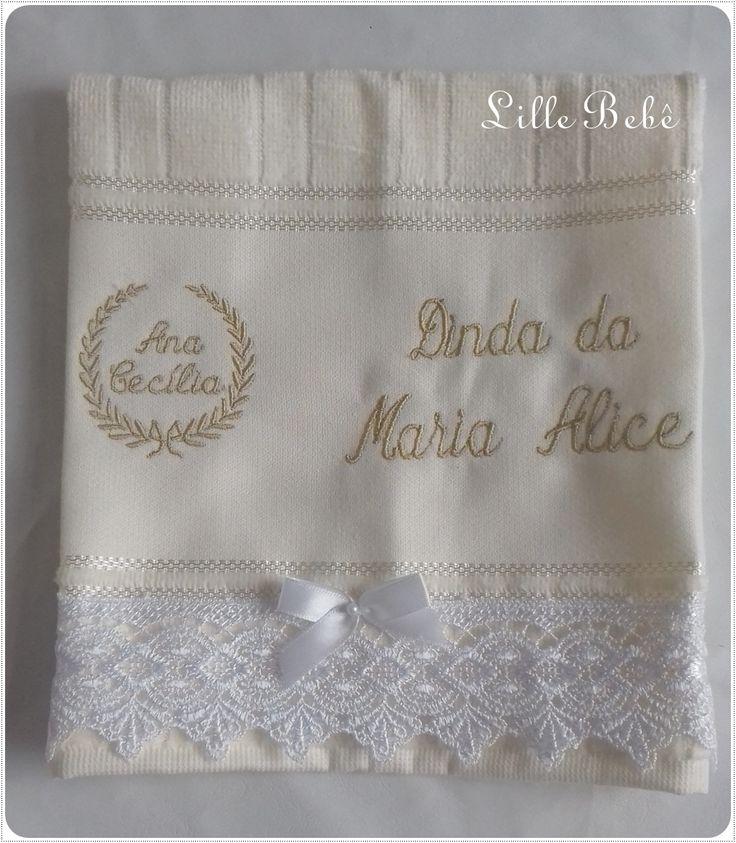 Toalha bordada com acabamento em renda guipir