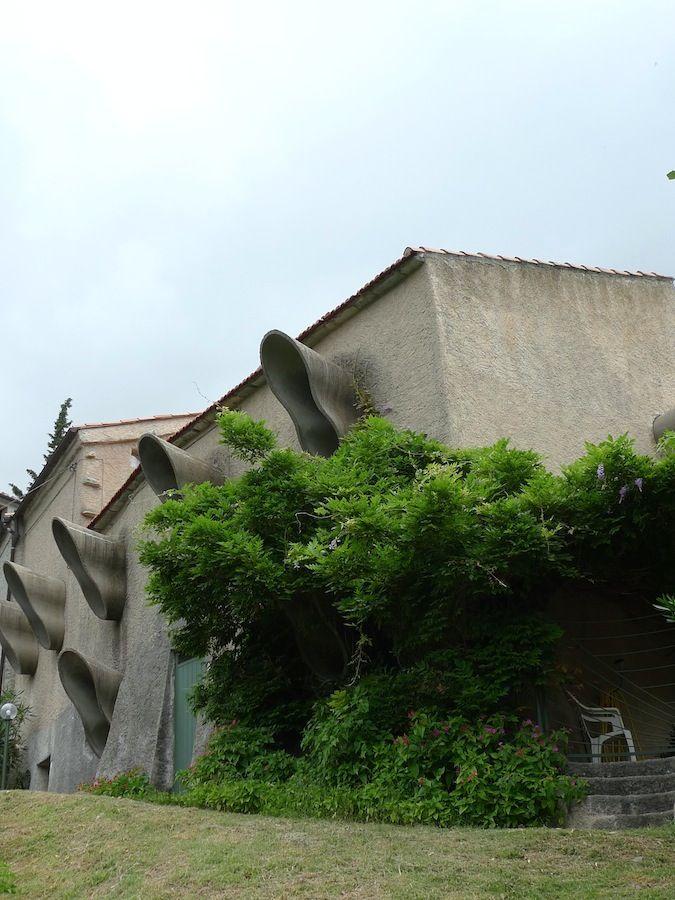 In Liguria, we have visited forgotten master of organic architecture Mario Galvagni in his bizzare house nestled in the hills close to Borgio Verezzi.