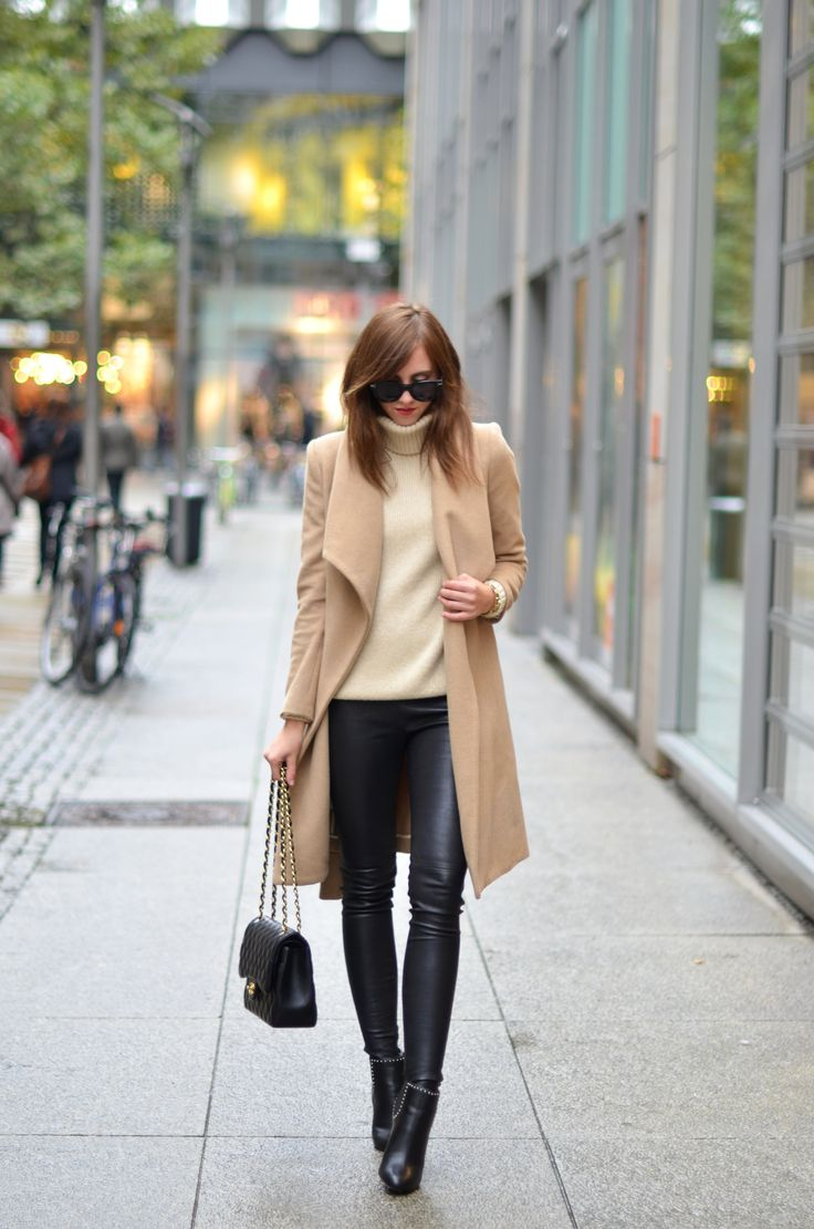 Turtle+neck+jumpers+are+a+must+this+fall.+Via+Barbora+Ondrackova.+Jumper:+H