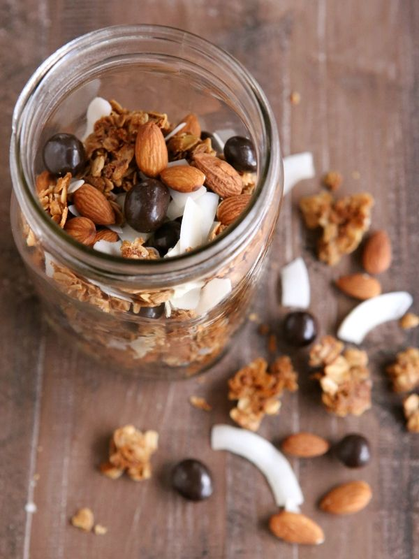 Winter Trail Mix - with granola clusters, toasted coconut and almonds, and chocolate covered berries   completelydelicious.com