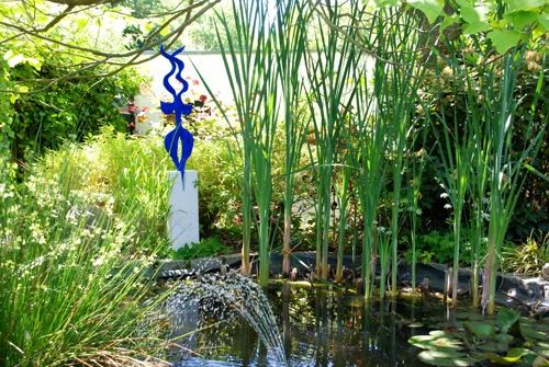 Matisse hätte sein Freude an dieser Skulptur und sie scheint sich äusserst wohl zu fühlen im Freien