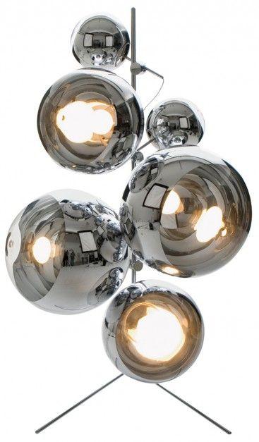 W rodzinie lamp Mirror Balls są lampy wiszące i stojące, w różnych rozmiarach, konfiguracjach i odcieniach. Na zdjęciu Light Tripod Stand Mirror Balls w chromie. 2008 rok.