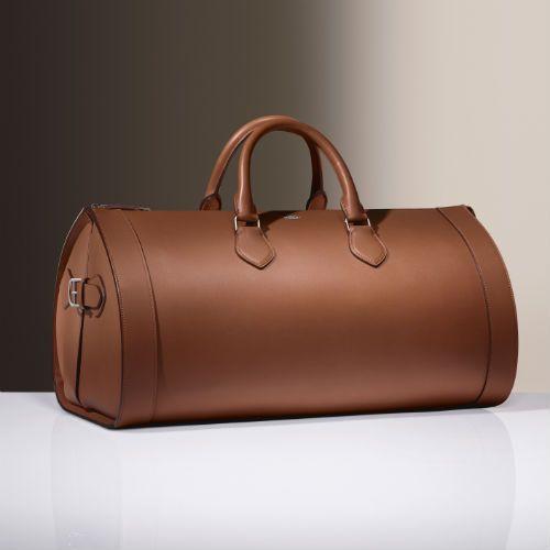 Louis Cartier inspira una colección icono que tiene como pieza clave este maletín de viaje. Fotografía: Laziz Hamani © Cartier