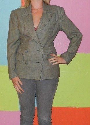 À vendre sur #vintedfrance ! http://www.vinted.fr/mode-femmes/blazers/25585172-veste-blaser-pied-poule-laine-vierge-t38-40-bruce-field-girls-automne-hiver-vintageretro