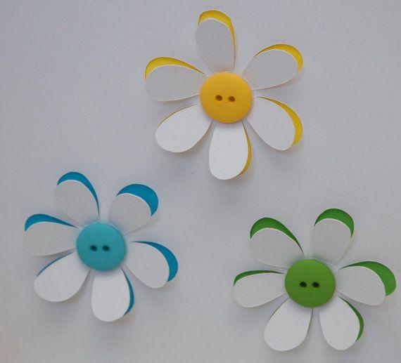 Schaltfläche Blumen Karte - handgemachte Grußkarte - Papier-Schnittblumen - Grußkarte - Geburtstagskarte - Danke Karte - personalisierte Card dieser einfach schöne Karte wurde erstellt von sorgfältig Ausschneiden der einzelnen Blütenhüllblatt zeigen die Farben unter und beendet mit einem schönen Knopf-Zentrum.  Farben variieren je nachdem, welche Tasten ich auf Lager habe. Bitte fragen Sie, ob Sie bestimmte Farben möchten und ich mein Bestes tun werde, um diejenigen.  Alle meine Karten…