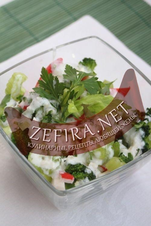 Салат из крабовых палочек с сельдереем и брокколи-домашние рецепты с фото