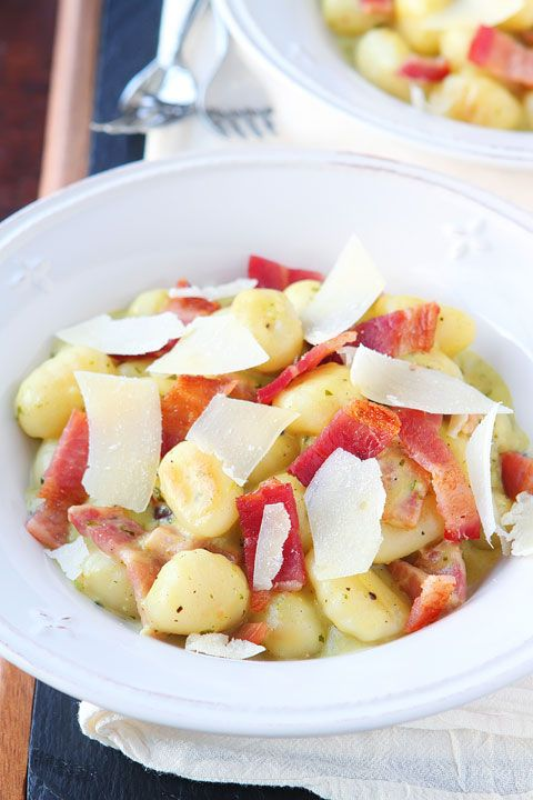 Creamy Pesto Gnocchi with Bacon & Parmesan. This creamy pesto alfredo sauce is incredible!!
