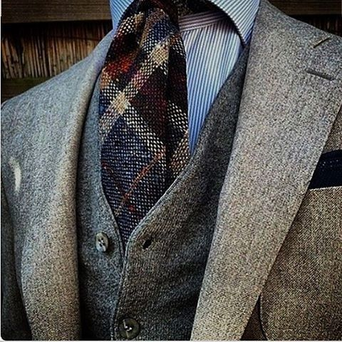 Great suit combo. Would be a winter or fall suit due to the heavy materials but awsome color pallet.