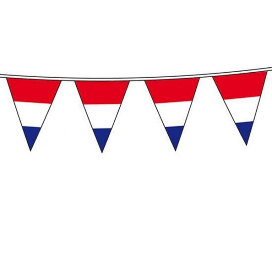 Vlaggenlijn Holland. Hollandse vlag rood wit blauw vlaggenlijn van plastic, de lijn is ongeveer 10 meter met 15 vlaggen, weerbestendig. Afmeting van een vlaggetje is circa 20 x 30 cm.