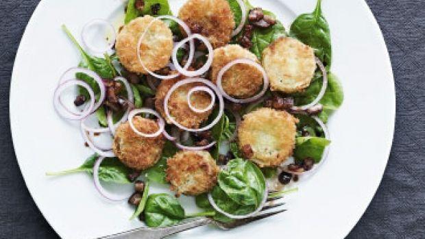 Stegte grønne tomater med spinat og baconknas - Femina.dk
