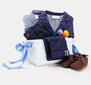 Подарочный комплект для новорожденного малыша - в таком комплекте малыш так и хочет сказать:  «Я такой же, как папа – большой и деловой!». Набор упакован в подарочную корзину с  атласной лентой.   Отличный  и оригинальный вариант подарка для новорожденного мальчика!