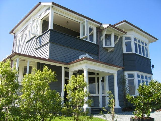 I love the look of grey & white on a home's exterior.   These will be the colours of choice for my next house.                 So crisp & ...