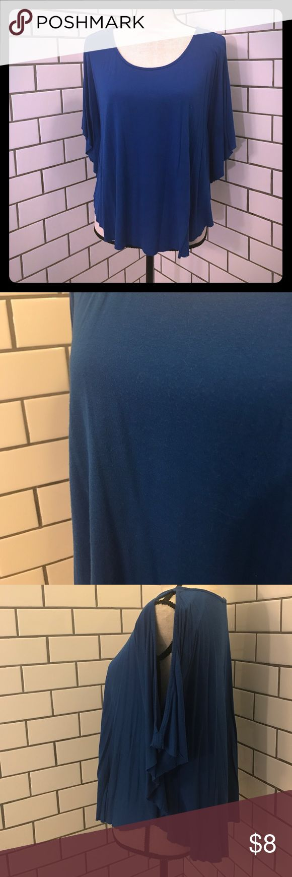 Old Navy • royal blue cut out shoulder top Old Navy • Royal blue, cut out shoulder top. Size Medium. No rips, stains or tears. Looks great with a pair is white shorts! Make an offer!! Bundle and save!! Old Navy Tops
